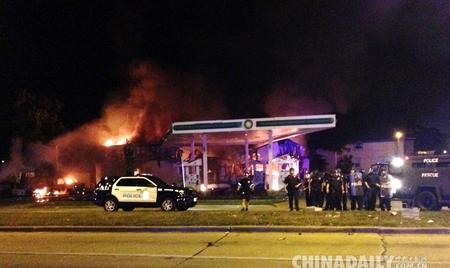 美国密尔沃基市一非裔男子遭警察