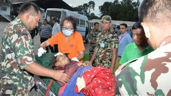 尼泊尔一客车发生车祸 致25死42伤